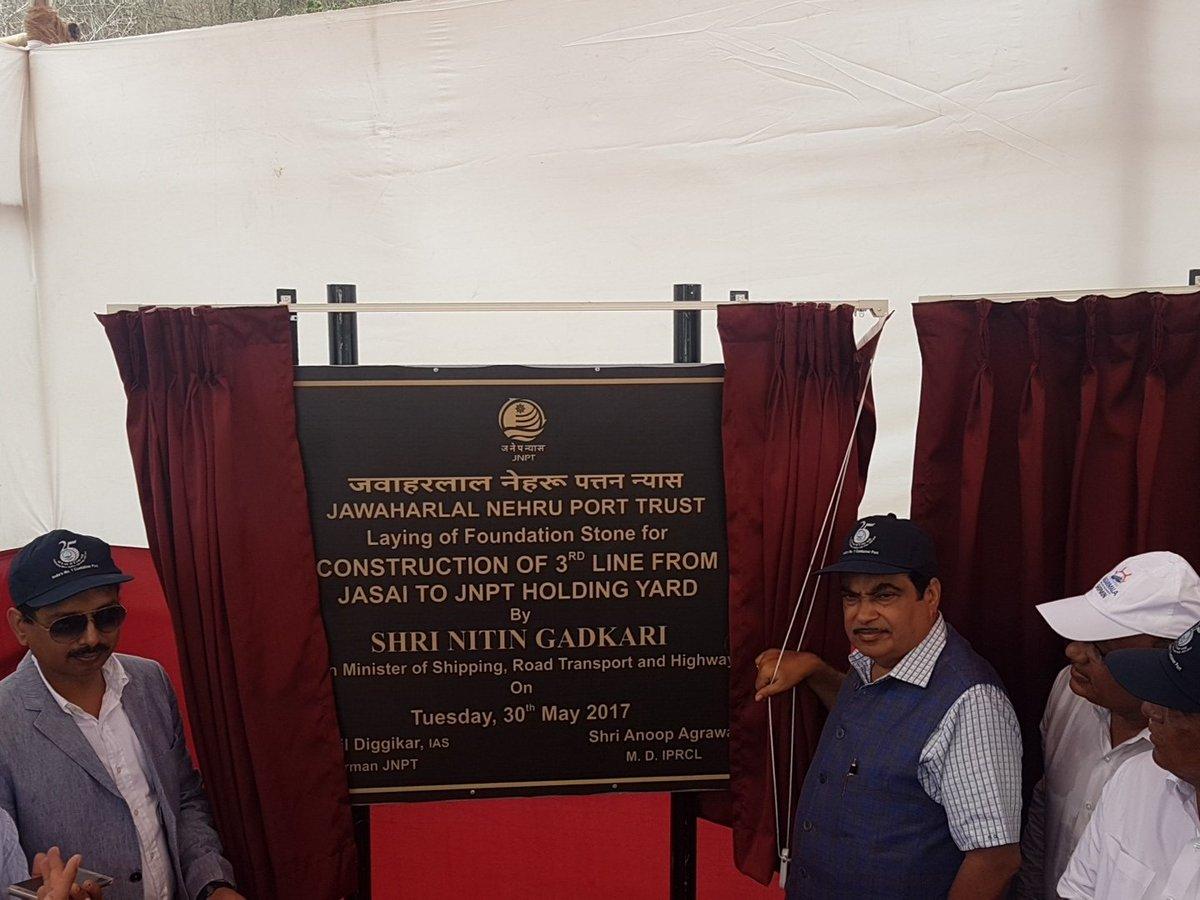 Gadkari dedicates projects worth Rs 1,117.3 crore to Mumbai port