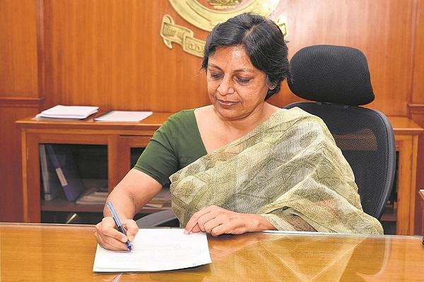 Vini Mahajan, 1987-Batch IAS officer